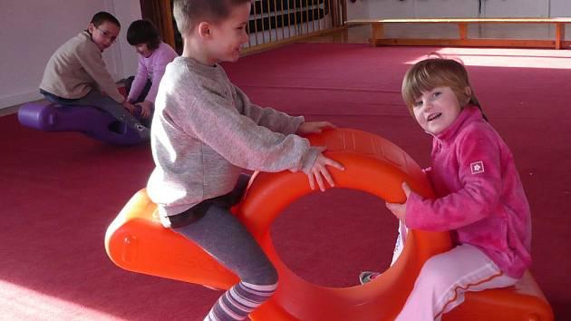 Kroužek při Domu dětí a mládeže v Netolicích nemá vyhraněnou činnost. Kromě vytváření různých výrobků si mohou děti i hrát.