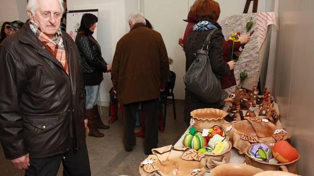 STROOM Dub zahájil ve středu v Prachatickém muzeu svou jarní prodejní výstavu.