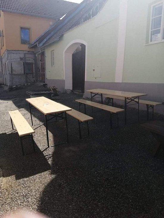 Kavárna Darinka ve Lhenicích.