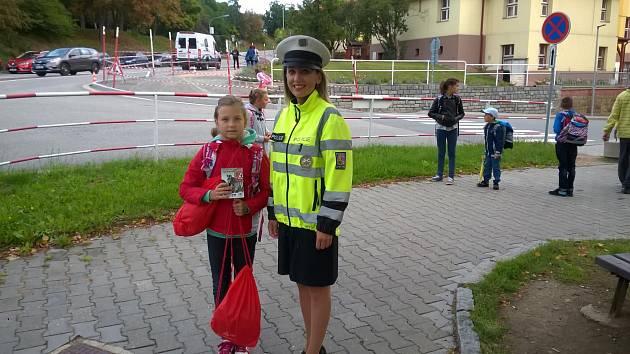 Bezpečnost při přecházení vyučují v začátku školního roku prachatičtí policisté všechny školáky.
