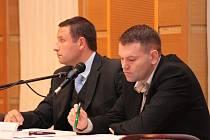 Zastupitel Lukáš Sýs (vlevo) inicioval na posledním jednání vimperských zastupitelů předložení detailního přehledu dlužníků města Vimperk, kteří na nájemném a poplatcích dluží déle než tři měsíce.