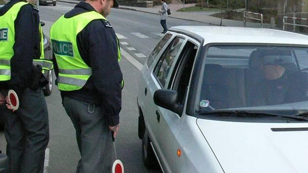 Policisté jsou opět u silnic na kontrolách