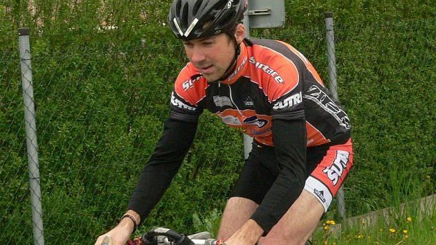 Erik Lorenc na kole hodně stahoval.