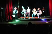ŠOSáci a jejich představení Hotel Blackout ve Volarech.