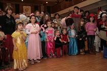 Letošní dětský maškarní rej se nesl v duchu pirátů. Zábavu si ale užily i děti, které dorazily v dalších maskách od princezen po policisty.