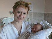 Jan Halama se v prachatické porodnici narodil ve čtvrtek 29. prosince půl hodiny před půlnocí. Vážil 3860 gramů. Doma ve Volarech na malého Honzíka a maminku Petru čekal tatínek Roman a sedmiletý bráška Lukáš.