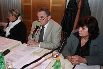 Mezi odpůrce změny vyhlášky omezující hazard ve Vimperku patří jak vedení radnice ve Vimperku, tak hlavně zastupitelka Věra Vávrová (vpravo). Ta si před zastánci hazardu v pondělí nebrala servítky.