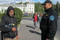 Asistenti prevence kriminality pomáhají již v řadě měst České republiky nejen při komunikaci s minoritními skupinami, ale například i s bezdomovci.