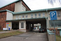 Jednou z budov, kde vyřizují příslušnou agendu úředníci Městského úřadu Vimperk a také kontaktního pracoviště úřadu práce je tak zvaná TKB v ulici Nad Stadionem.