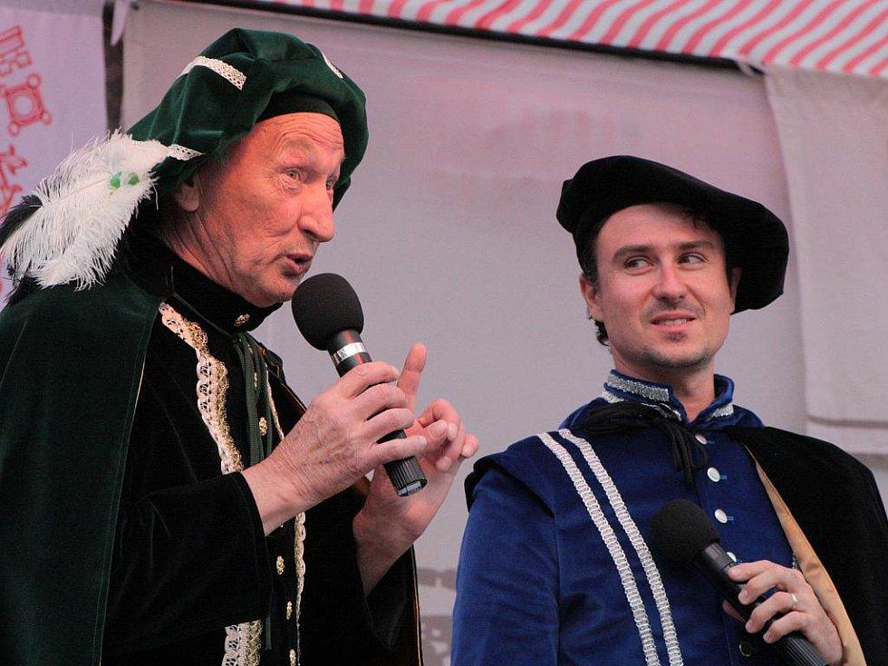 Miloš Kounek, jako jeden z moderátorů, so pro sobotní odpolende rozloučil. Zbylý program už pak uváděl jen Filip Jančík.
