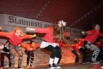 Večerní program se pomalu blíží ke konci. Tečku za vystoupením partnesrckých měst udělala taneční skupina ze Zvolena.