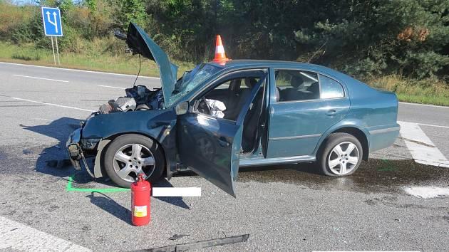 Dopravní nehoda si vyžádala dvě těžká zranění.