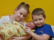 Ve strakonické porodnici se ve středu 3. ledna ve 12 hodin a 36 minut narodil Viktor Zelenka. Vážil 4310 gramů. S rodiči a sourozenci šestiletým Šimonem a devítiletou Natálkou bude malý Viktor vyrůstat v Žáru u Vacova.
