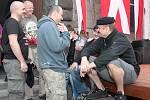 Legendární skupina Mňága a Žďorp bavila při sobotním programu Slavností zlaté stezky v Prachaticích více než hodinovým vystoupením další tisíce návštěvníků.