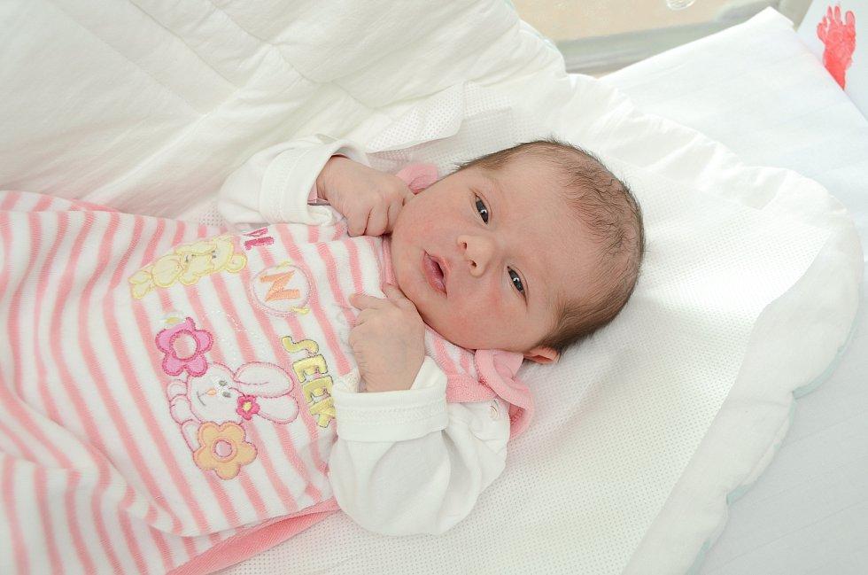 NELA FRKOVÁ, VIMPERK.Narodila se ve čtvrtek 11. července ve 4 hodiny a 55 minutve strakonické porodnici. Vážila 3270 gramů. Má brášku Matýska (2,5 roku). Rodiče: Nikola a Martin.