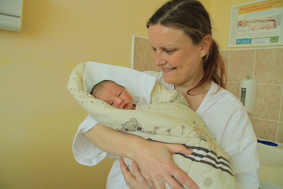 MATYÁŠ VÁVRA, PRACHATICE. Narodil se ve středu 29. května ve 4 hodiny a 45 minut v prachatické porodnici. Vážil 3060 gramů. Rodiče: Helena Vávrová Menoščíková a Martin Vávra.