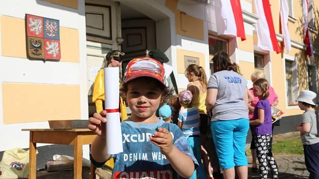 Vědomostní hru, čtení pasovacího glejtu a dobrou zábavu si užili Čkyňští při obecních oslavách.