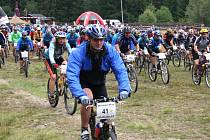 Na Šumavský MTB maraton se sjíždějí stovky bikerů.