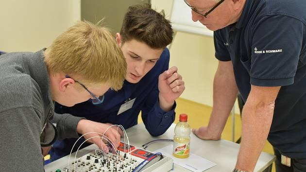 Nejrychlejší, nejpřesnější a manuálně nejzručnější byl tým žáků ze Střední průmyslové školy strojní a elektrotechnické v Českých Budějovicích.