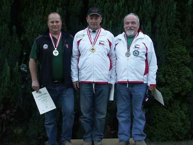 Ivan Kalina (uprostřed) vytvořil nový český rekord