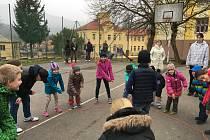 V projektu Tady jsme doma se děti ze ZŠ Vodňanská seznamovaly se zapomenutými tradicemi.