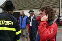 Krizové informace dostávají mobilním telefonem starostové obcí.