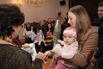 V úterý 8. března přivítal starosta Prachatic Martin Malý v obřadní síni dalších šestnáct nových obyvatel města Prachatice. V převaze byla tentokrát jednoznačně děvčátka, kterých bylo při vítání jedenáct.