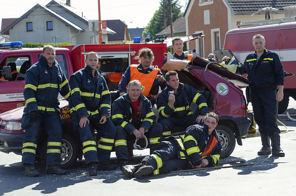 Náves v Tlustici patřila v sobotu hasičům. Členové místního dobrovolného sboru slavili 110. výročí od založení a při této příležitosti bylo k vidění několik ukázek z náročné hasičské práce.
