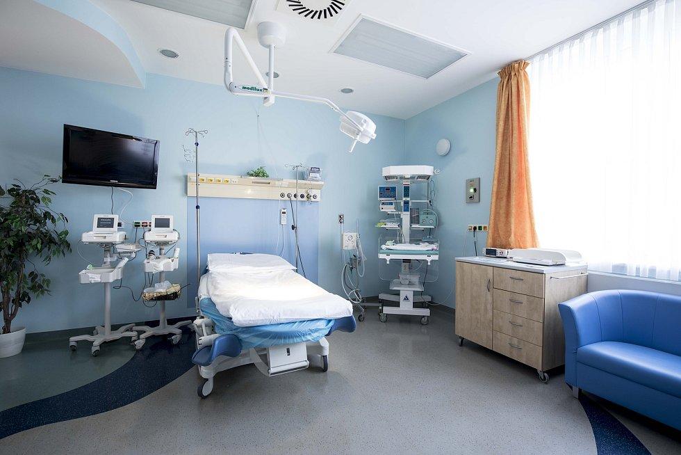 Porodní box v hořovické porodnici. V rámci připravované rekonstrukce se počet porodních pokojů rozšíří ze tří na čtyři.