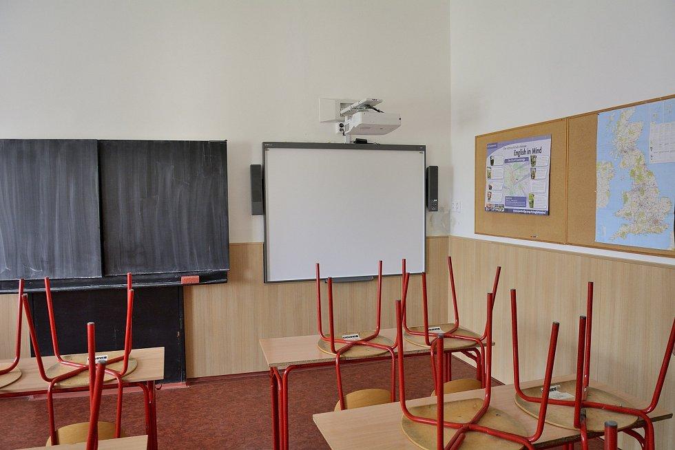 Učebna angličtiny dostala interaktivní tabuli