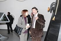 Alena Ungrová, ředitelka Českého centra v Sofii s náměstkem bulharského ministra kultury Dimitarem Derelievem na putovní interaktivní výstavě Orbis Pictus.