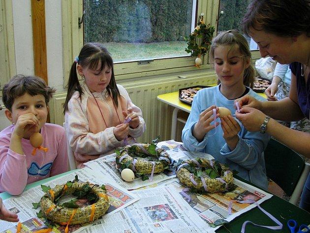 Děti vyráběly velikonoční dekorace v dílnách osovské školy