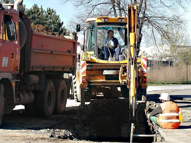 Kvůli výstavbě kanalizace je od středy v Berouně neprůjezdná ulice U Archivu.