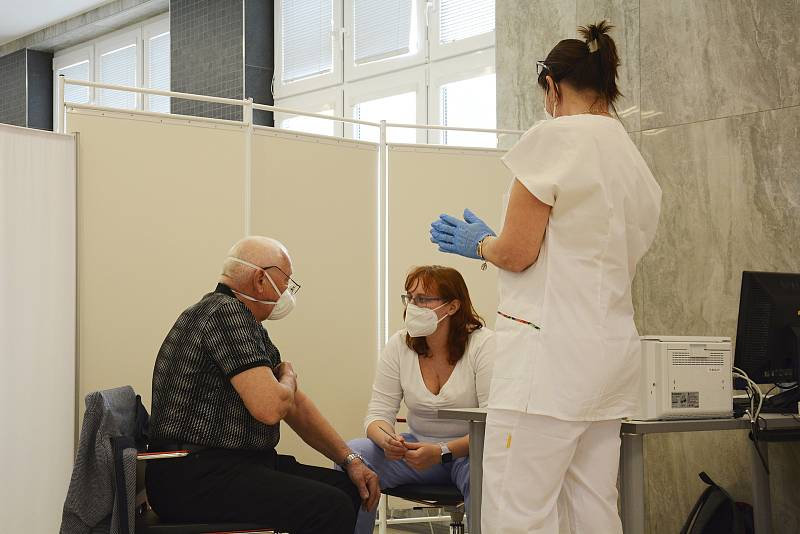 Očkování ve velkokapacitním centru Rehabilitační nemocnice Beroun.