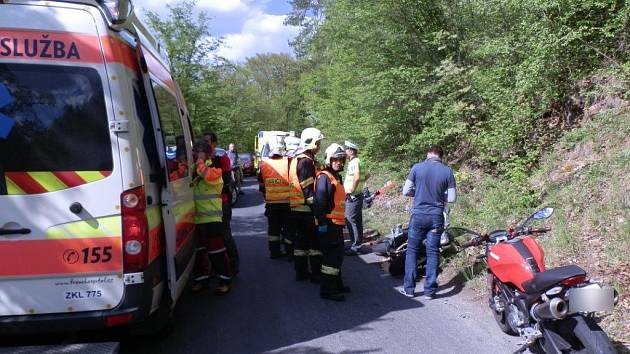 K dopravní nehodě dvou motorek vyjížděli záchranáři Trans Hospital Řevnice