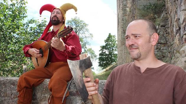 Stovky lidí a zejména rodiny s dětmi vyrazily v sobotu na hrad Točník, kde se konal další ročník akce Oživlá historie.