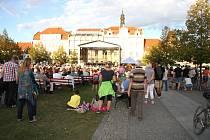 Promenádní koncert na Husově náměstí v Berouně.