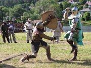 Letošní ročník Velké bitvy v Nižboru, který se konal v sobotu na prostranství Panské louky u řeky Berounky, přinesl přenesl návštěvníky nejen do středověku, ale i do období druhé světové války.