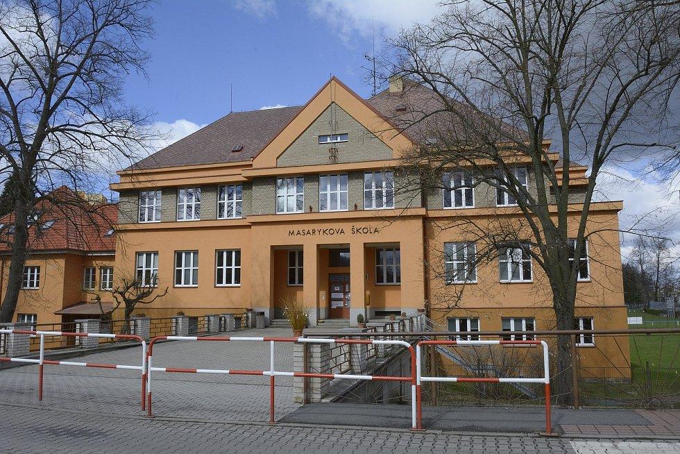 Základní škola v Komárově.