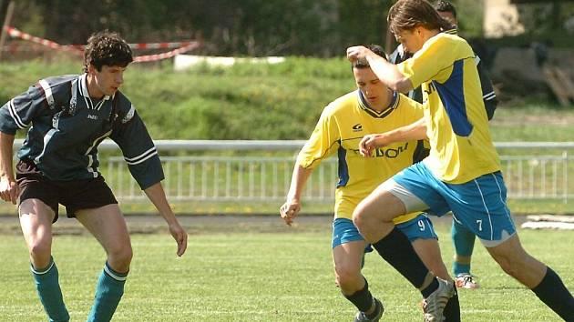 V utkání mezi SKP Beroun a Hořovicemi B bylo na obou stranách k vidění hodně gólových šancí. V proměňování ovšem vynikali domácí, kteří dokázali v první půli třikrát skórovat.