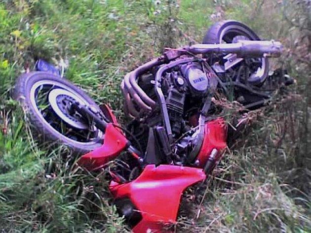 Řidič motocyklu vyvázl bez zranění.