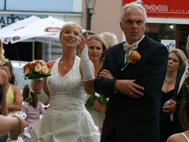 """I novomanželé Nevrtalovi si dnes řekli své """"ANO"""""""
