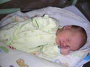 CHLAPEČEK Matouš se narodil manželům Holtanovým v hořovické porodnici u Sluneční brány. Rodiče připravili pro syna Matouška postýlku a hračky doma v Rudné.