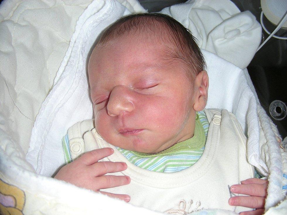 K tříleté Markétce si  manželé Lucie a Pavel Jislovi z Řevnic pořídili druhé děťátko, synka Tomáše. Tomášek se prvně koukl na svět v neděli 1. září a v ten den vážil rovné 3 kg a měřil 50 cm.