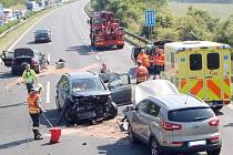 Srážka na D5 skončila zraněním čtyř lidí