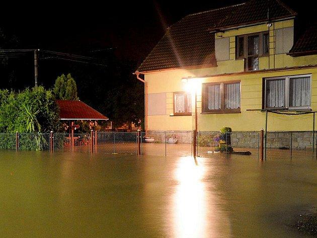 Červencová povodeň na Hostomicku - obec Radouš