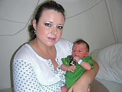 Martina Procházková z Berouna chová v náručí syna Jakuba, kterého přivedla na svět 8. června 2014 a Jaroslav Procházka si nenechal narození synka ujít. Chlapečkovy porodní míry byly 3,20 kg a 49 cm. Kočárek s Kubíčkem bude vozit sestřička Natálka (6,5).