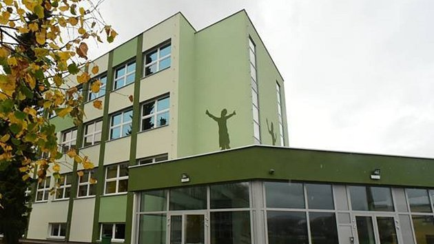 Město Králův Dvůr dokončilo výstavbu nového školního pavilonu.