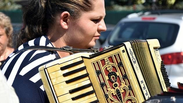 Účastníci Hořovické heligonky si svá vystoupení obravdu užívali. K vidění byla i výstava historických nástrojů.