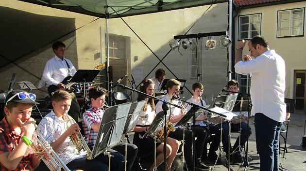 Na zahájení festivalu nechyběla ani kapela HORband složená z žáků Základní umělecké školy Josefa Slavíka v Hořovicích. Foto: Informační centrum Hořovice